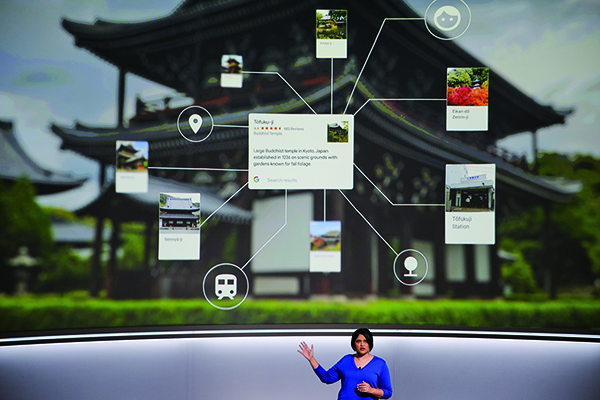 星期三(4日)谷歌召開新產品發佈會,一系列新硬件產品亮相。圖為谷歌高級產品主管介紹其圖像識別功能。(Getty Images)