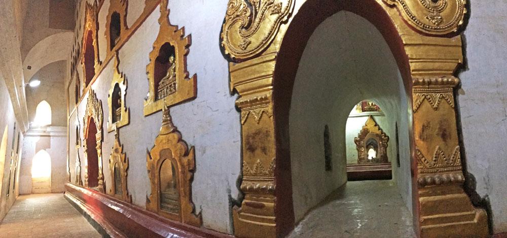 阿難陀寺裏面的底層塔基有雙層石壁,每層石壁都有上百尊佛像。