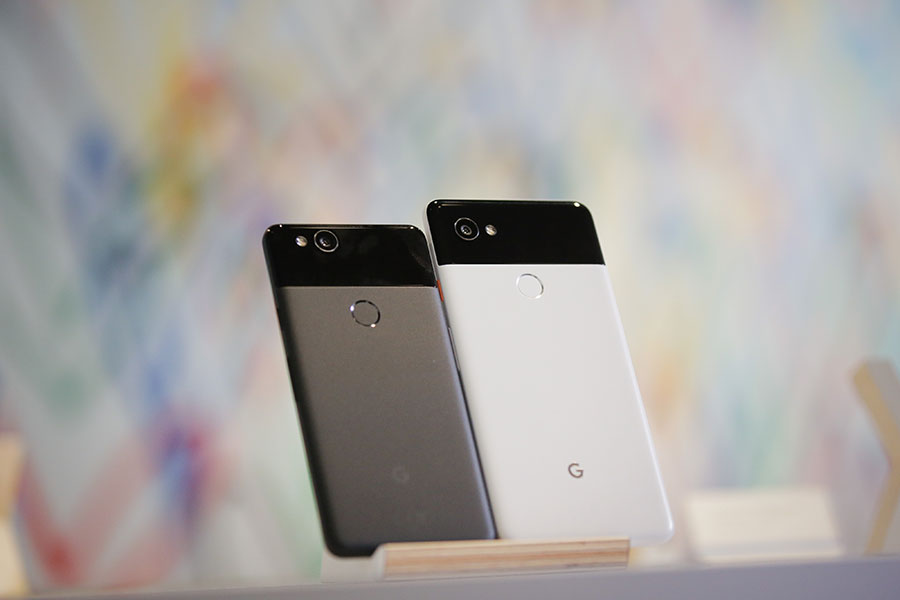 Google在10月4日發表Pixel 2及Pixel 2 XL手機。(ELIJAH NOUVELAGE/AFP/Getty Images)