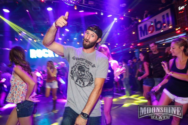 29歲的退伍軍人溫斯頓喜歡跳舞。(Moonshine Flats/Facebook)