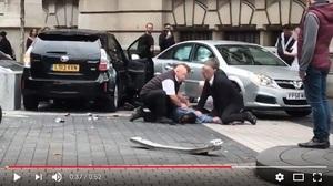 倫敦汽車撞人事件11人受傷 一男子被捕