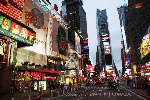美國當局10月6日表示,聯邦調查局(FBI)一名臥底探員立下功勞,破獲恐怖份子對紐約地鐵和時代廣場(Times Square)等目標發動恐襲的陰謀。圖為時代廣場。(Getty Images)