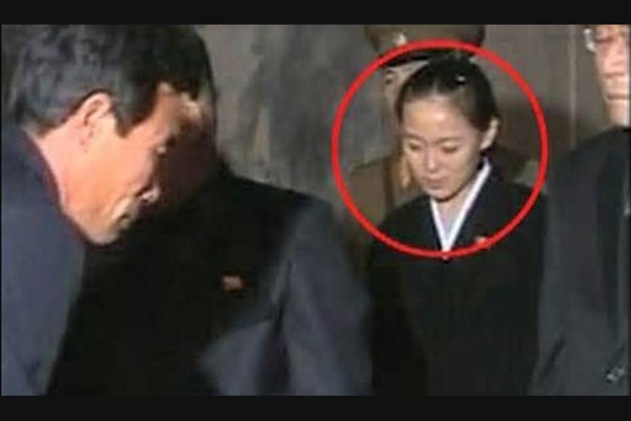 金與正第一次公開露面,是在她的父親金正日的葬禮上。(視像擷圖)