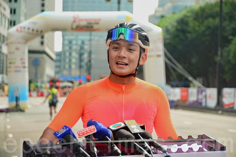 30公里組冠軍、來自香港的19歲大專生譚浩柱。(宋碧龍/大紀元)