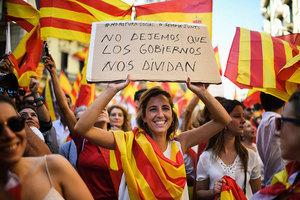 反對加泰獨立 巴塞隆拿數十萬人上街要統一