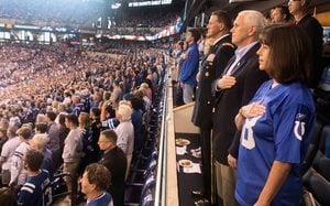 NFL球員奏國歌再下跪 彭斯離場獲特朗普稱讚