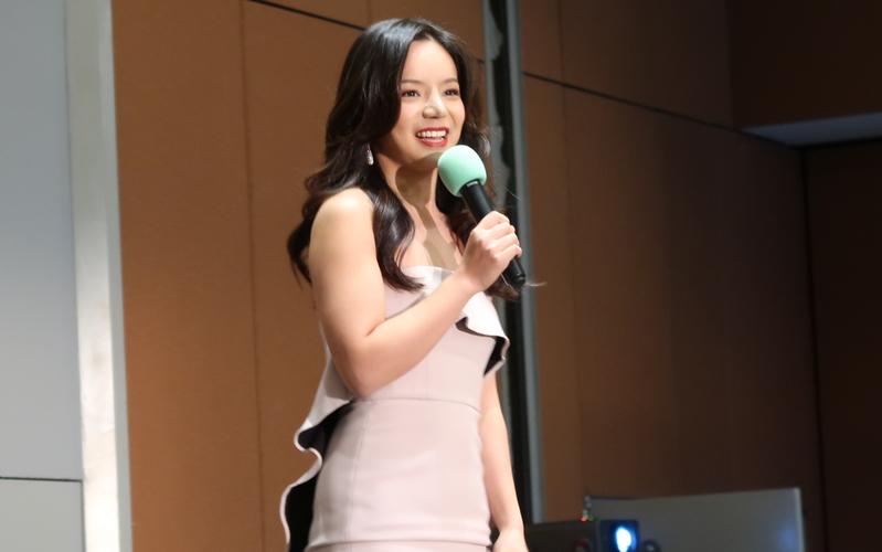 加拿大小姐林耶凡參與新唐人、大紀元17周年慶晚宴演講。(徐綉惠/大紀元)