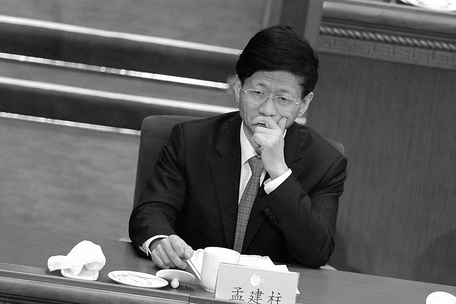十九大後,現任政法委書記孟建柱能否跳出周永康的命運,再惹關注。有人說周永康的十年是中國司法界的大倒退,那麼孟建柱的十年就是把對法輪功的迫害照搬到異議人士和普通民眾身上。(WANG ZHAO/AFP/Getty Images)