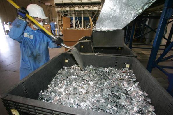 加州一電子廢棄物回收中心。(ROBYN BECK/AFP/Getty Images)