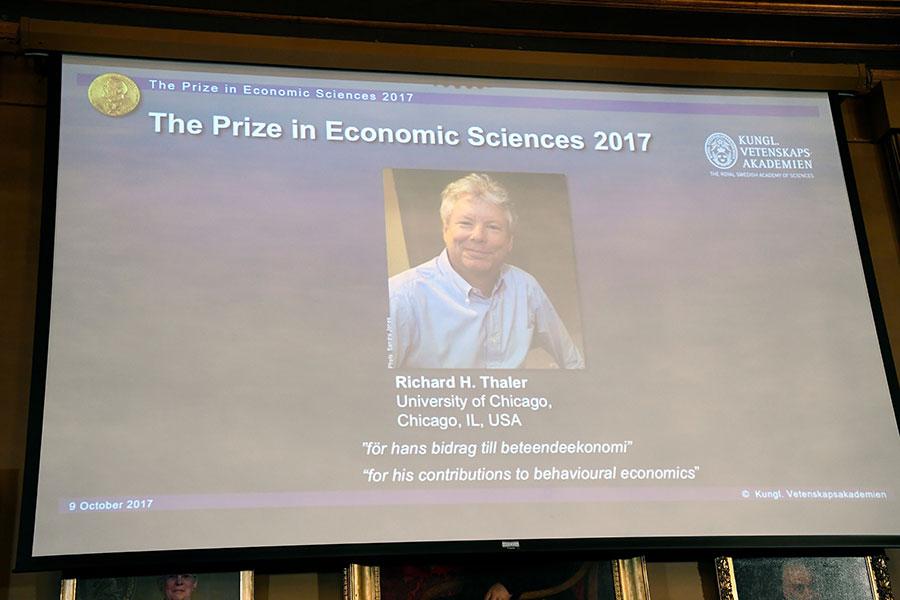 瑞典皇家科學院今日宣佈將2017年諾貝爾經濟學獎授予美國經濟學家理查德・塞勒(Richard Thaler),表彰他在行為經濟學領域的貢獻。(JONATHAN NACKSTRAND/AFP/Getty Images)