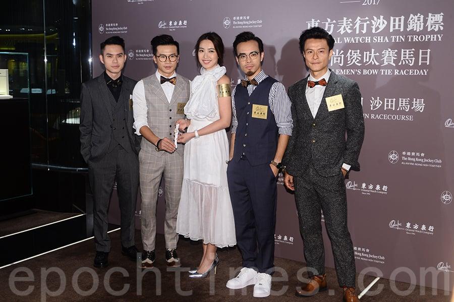朱千雪(左三)與組合C AllStar 四位成員出席活動一同合照。(宋碧龍/大紀元)