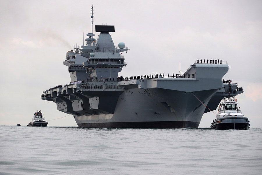 英國媒體報道說,英國軍方正在擬定對朝作戰方案,有可能派遣最新的航空母艦伊利沙伯女皇號出征。圖為該航空母艦。(英國海軍推特)