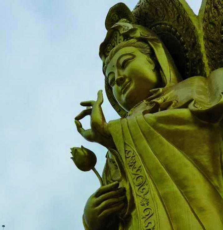 9月29日,河南一處佛堂遭強拆,佛像手指「流血」。(村民提供)
