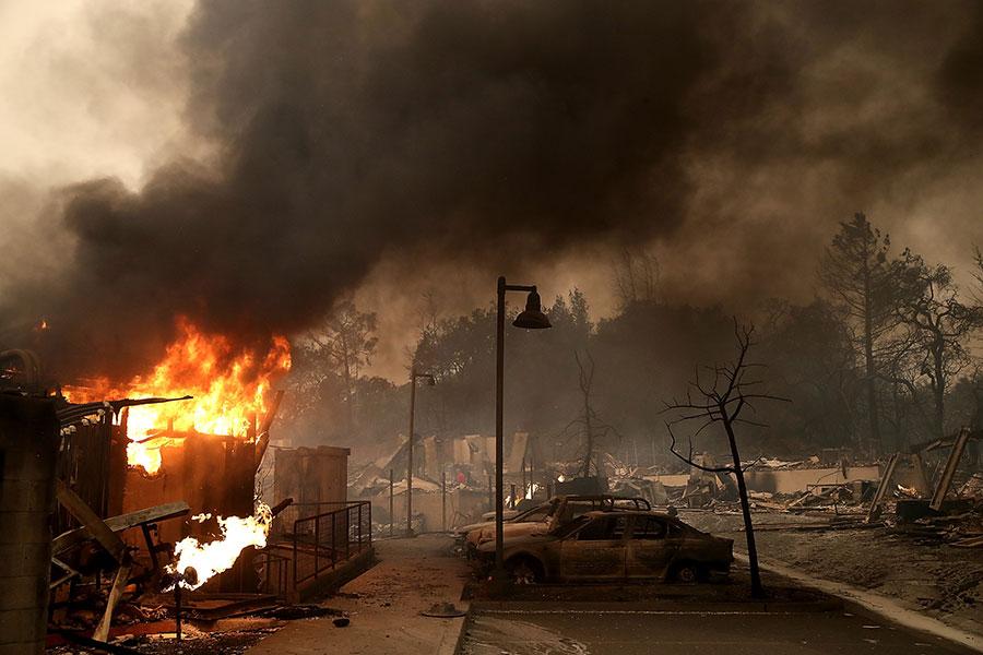 截至星期一晚上,加州山火燒毀了超過119,032英畝的土地。(Justin Sullivan/Getty Images)