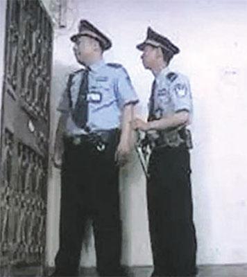 這場所謂的「敲門行動」嚴重違反了中共自己頒佈的法律法規。(網絡圖片)