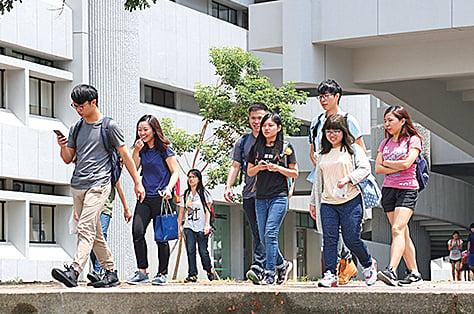 《施政報告》提出「委員自薦試行計劃」,供年輕人申請加入5個政府統籌架構。(李逸/大紀元)