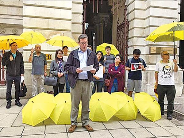 英國保守黨資深人權領袖Benedict Rogers昨日被港府拒絕入境。他曾多次聲援黃之鋒等3名被改判監禁的學運領袖。(Benedict Rogers Twitter)