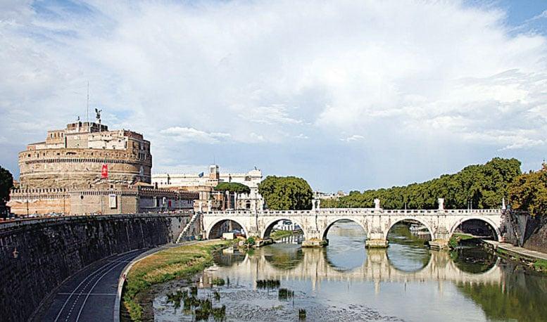聖天使橋與聖天使堡。(維基百科)