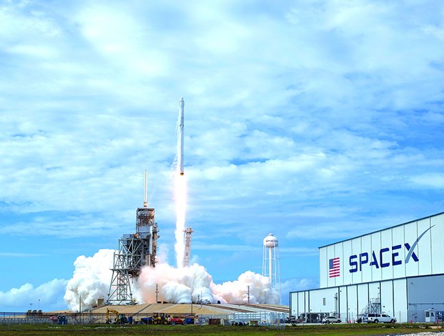 SpaceX的超級火箭除了能載人載物往返火星,還可在半小時內運載乘客往返地球主要城市。(GettyImages)