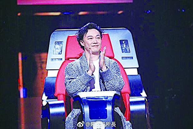 香港歌手陳奕迅在《中國新歌聲》中擔任評委資料照。(陳奕迅微博)