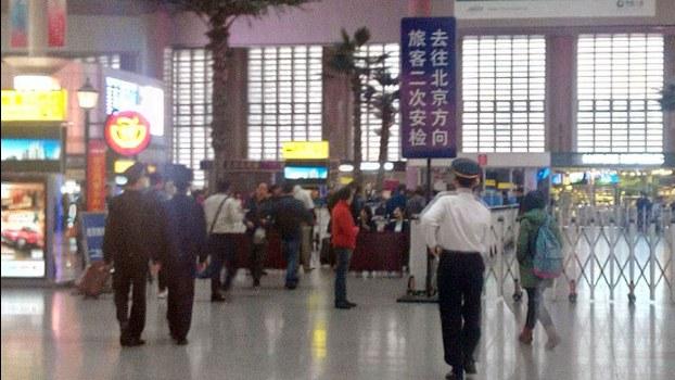 所有進入北京的旅客,必須進行二次安檢。(大陸訪民提供/自由亞洲電台)