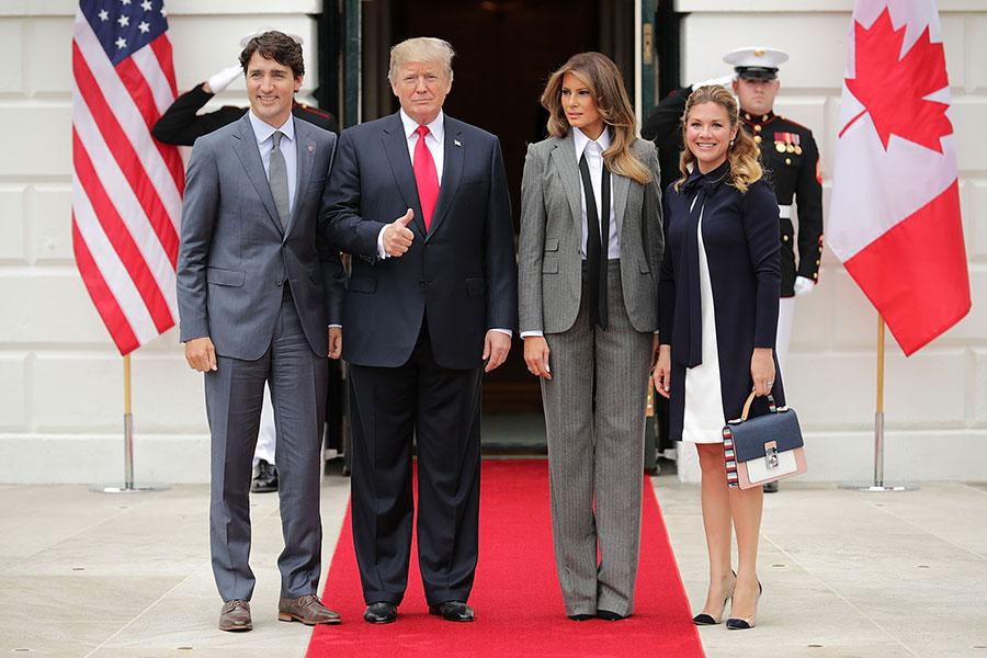 周三(10月11日),美國總統特朗普在和加拿大總理杜魯多會面時表示,北韓是「必須解決的問題」。圖為特朗普夫婦和杜魯多夫婦合影。(Chip Somodevilla/Getty Images)