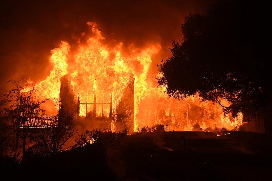 加州大火連燒數縣 燒毀眾多大麻園