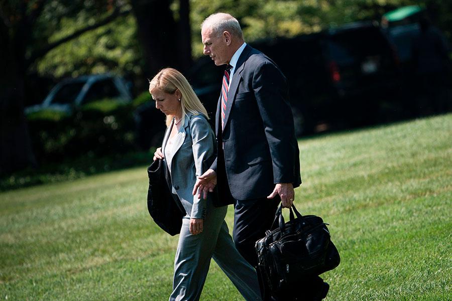 美國白宮星期三(10月11日)宣佈,特朗普提名白宮幕僚長凱利(右)的副手尼爾森(左),出任國土安全部部長。(BRENDAN SMIALOWSKI/AFP/Getty Images)