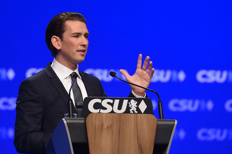 2016年11月4日,奥地利外交部長庫爾茨在德國基督教社會聯盟黨的會議上發言。(CHRISTOF STACHE/AFP/Getty Images)