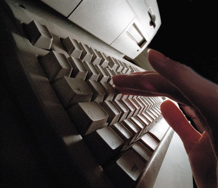 西方國家長期以來一直指責中共黑客全面竊取工業、商業和軍事機密。(Ami Vitale/Getty Images)
