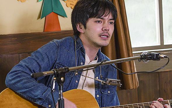 音樂人松岡克郎最初在追求音樂夢想和繼承父業之間進退兩難。後來他的歌曲打動了孤兒院的孩子。