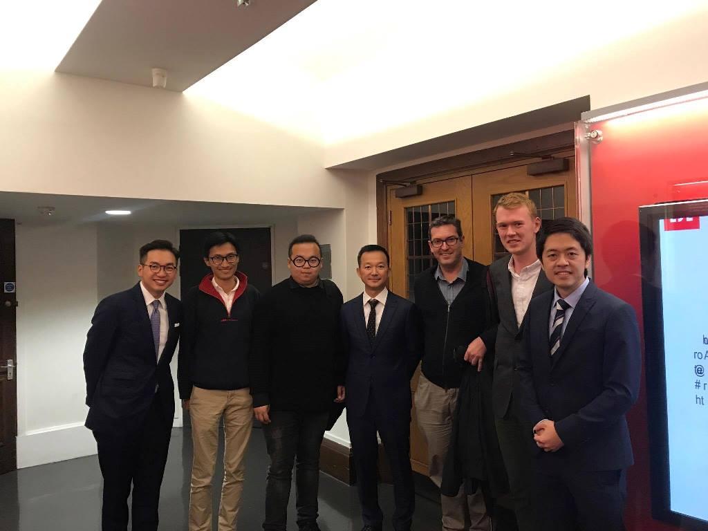 羅哲斯(左二)長期關注香港民主狀況,圖為他與香港民主派議員及領袖會面。(羅哲斯Twitter)