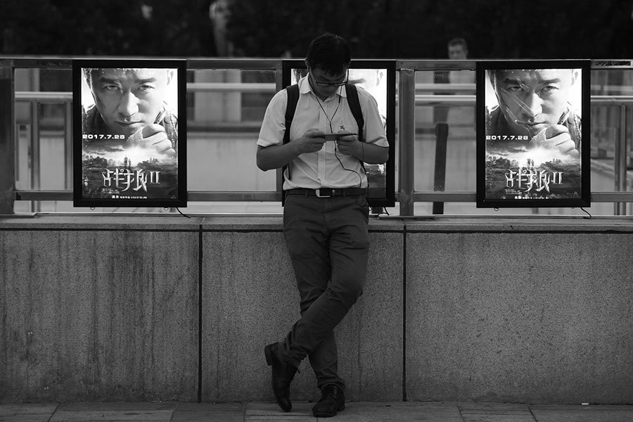 由大陸演員吳京主演與導演的《戰狼2》近日被中宣部推薦角逐奧斯卡,但引發網友不滿。有評論認為中共此做法的目的在於再此給大陸民眾洗腦。(AFP PHOTO / Greg Baker)