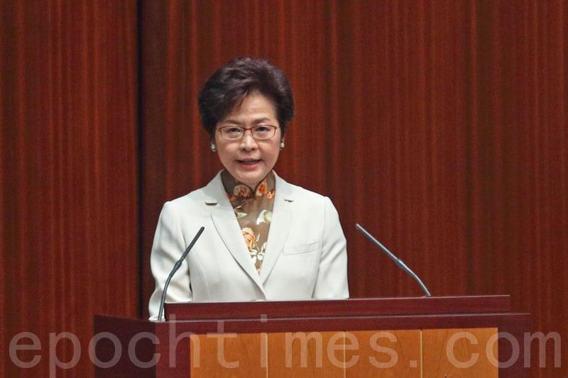 圖為行政長官林鄭月娥11日在立法會上宣讀上任後的首份《施政報告》。(李逸/大紀元)
