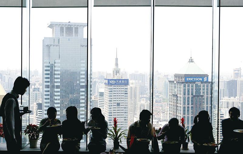 中國經濟令人感覺一頭霧水,樓市、物價、股市,不斷出現大幅波動。經濟的不穩定更讓大量的社會問題持續暴露。(大紀元資料室)