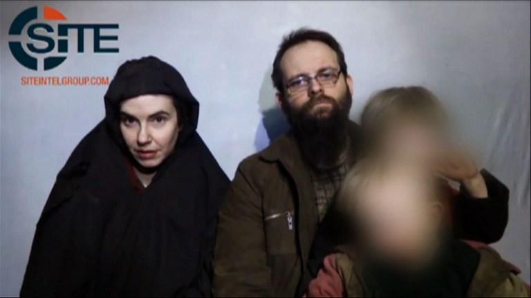 31歲的美國公民科爾曼(Caitlan Coleman)和33歲的丈夫加拿大公民博伊爾(Joshua Boyle)在阿富汗被綁架五年後,本周在巴基斯坦獲得營救,並於13日返回加拿大。(AFP PHOTO / SITE Intelligence Group / HO)