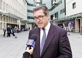 入境香港無理遭拒 英人權委員會副主席:「一國兩制」正步向死亡