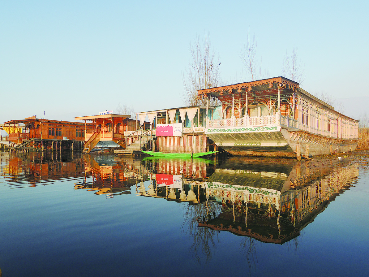 喀什米爾達爾湖的傳統船屋,每艘船就是一戶船上人家。(鄭芝薇提供)