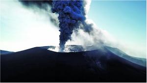 日本新燃岳火山再噴發 濃煙衝2,300米高空