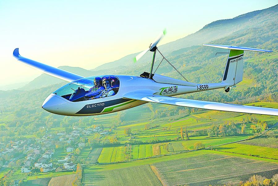 安靜廉價零排放 電動飛機引關注