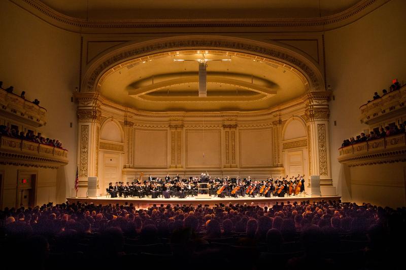 10月14日晚間,神韻交響樂的天籟之音在卡內基大廳(Carnegie Hall)響起,紐約主流觀眾欣賞了一場頂級音樂盛宴。(戴兵/大紀元)