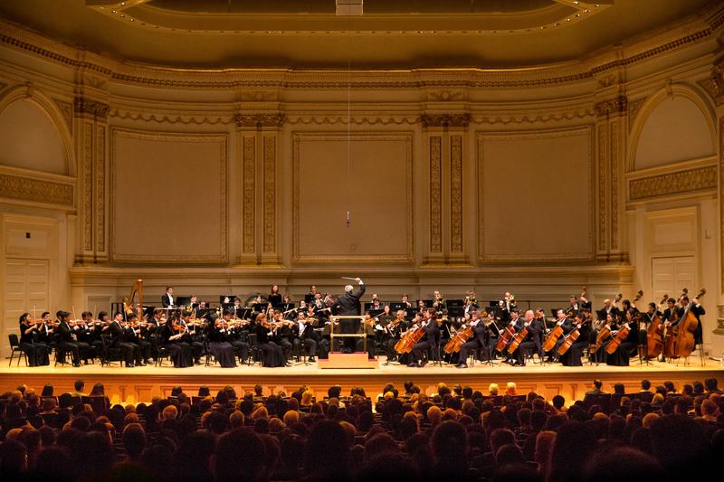 10月14日晚,神韻交響樂團2017巡演來到紐約卡內基大廳(Carnegie Hall)。(戴兵/大紀元)