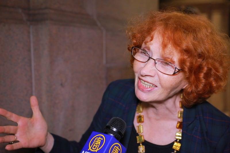 鋼琴家Marta Tereshchenko於10月14日晚在紐約卡內基音樂廳欣賞了神韻交響樂團的演出。(新唐人電視台)