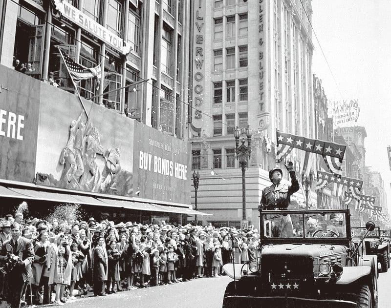 當二戰結束後,功勳卓著的巴頓將軍曾於1945年6月回到故鄉,洛杉磯居民萬人空巷,歡迎這位凱旋的英雄。(維基)