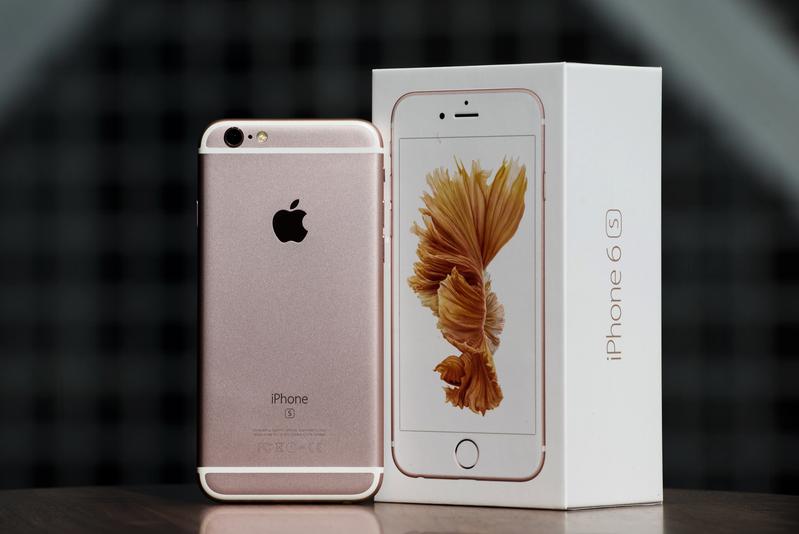 蘋果仍然在銷售iPhone 6S這款已經兩歲「大齡」手機的本身,就足以證明這款是不錯的。圖為iPhone 6s。(大紀元資料室)