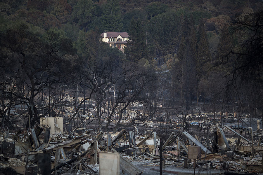 雖然大火繼續肆虐,但加州官員對滅火滿懷希望。(David McNew/Getty Images)