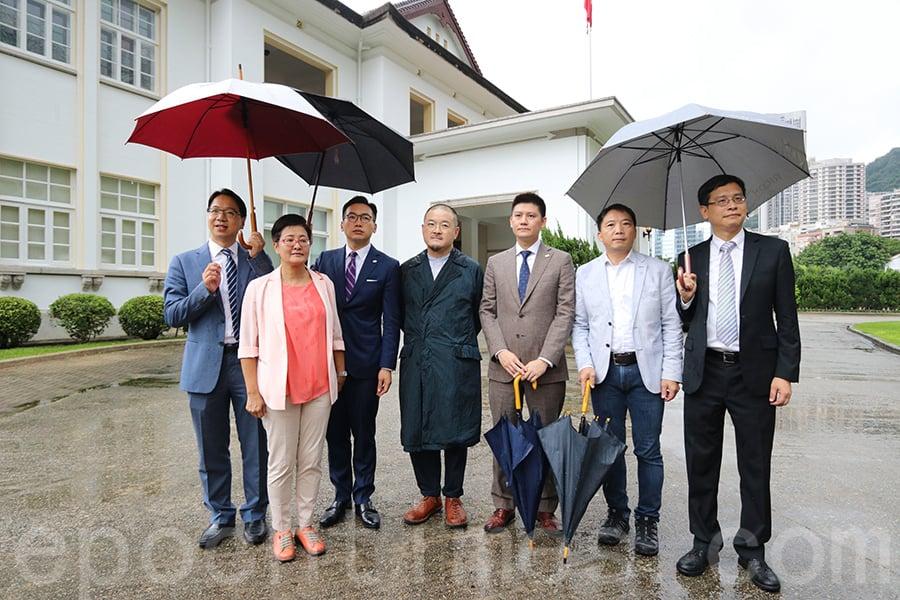 十名非建制派議員參與特首林鄭月娥舉辦的午宴,並向她提出重啟政改、解決社會撕裂等問題。(蔡雯文/大紀元)