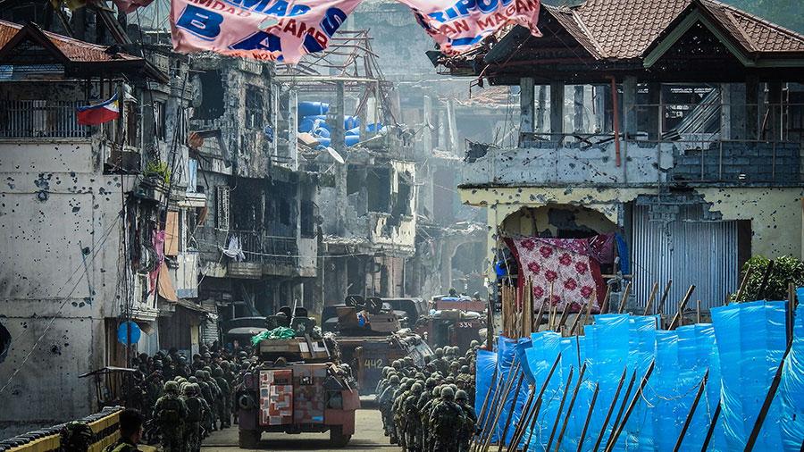 在近150天的戰鬥中,有800多名武裝份子和162名政府安全部隊人員死亡,約有1,700名人質被救出,其中周一救出20人。(FERDINANDH CABRERA/AFP/Getty Images)