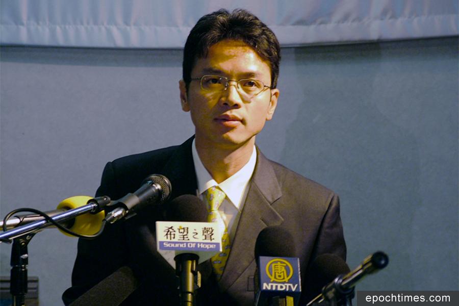 陳用林在悉尼華人座談會上揭露中共滲透。(駱亞/大紀元)