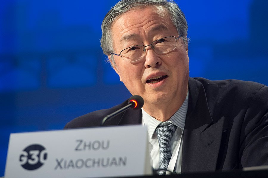圖為10月15日,中共央行行長周小川在G30國際銀行業研討會上發言。(SAUL LOEB/AFP/Getty Images)